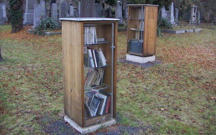 Conheça a biblioteca que fica dentro de um cemitério
