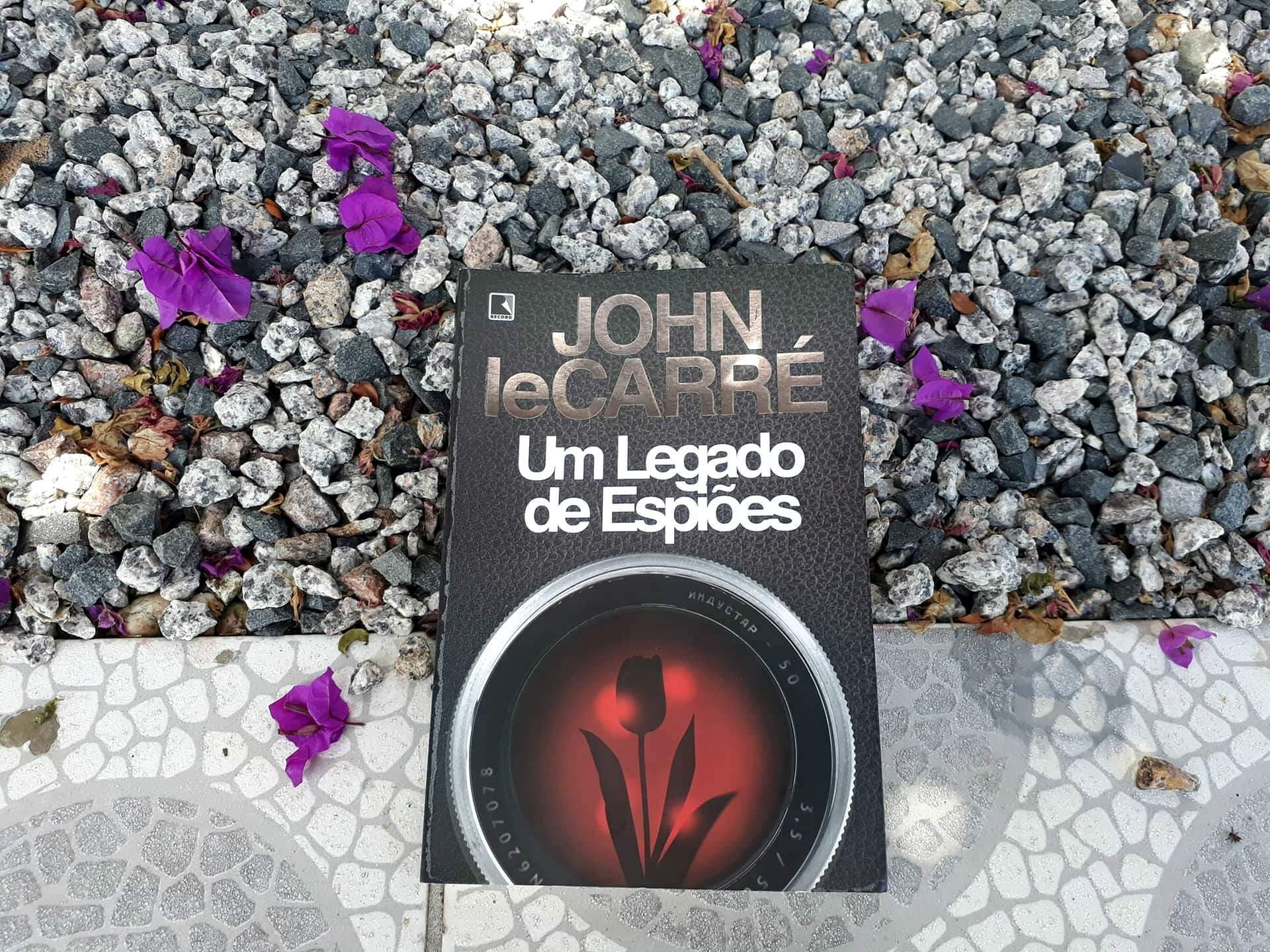 """Remorso e nostalgia marcam """"Um legado de espiões"""", de John Le Carré"""