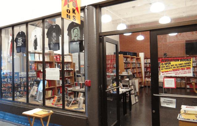 Conservadores ameaçam queimar livraria em Berkeley