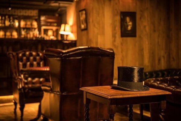 Japão tem bar temático inspirado em Sherlock Holmes