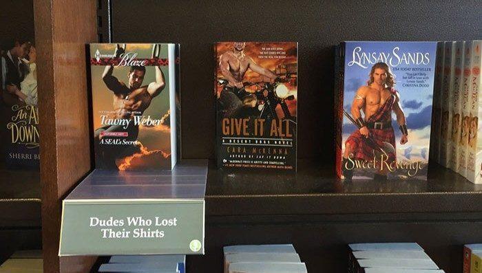 Um livreiro criou seções hilárias de livros em uma loja local