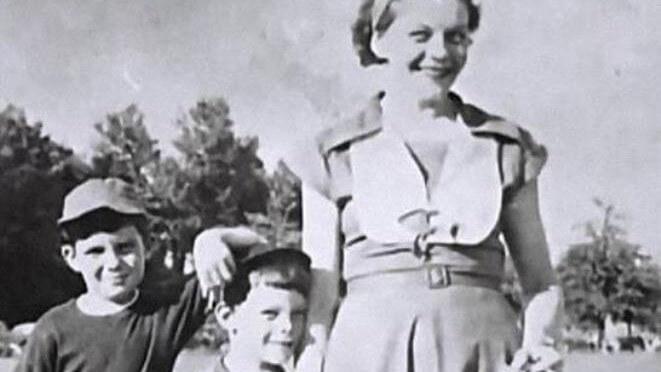 DIA DAS MÃES | 20 imagens de autores e suas mães