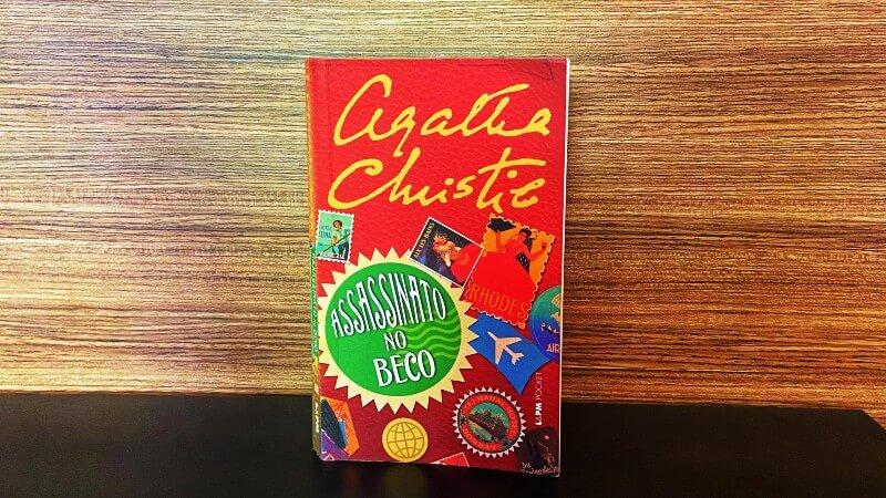 AGATHA CHRISTIE | Assassinato no Beco, a coletânea de contos com Poirot
